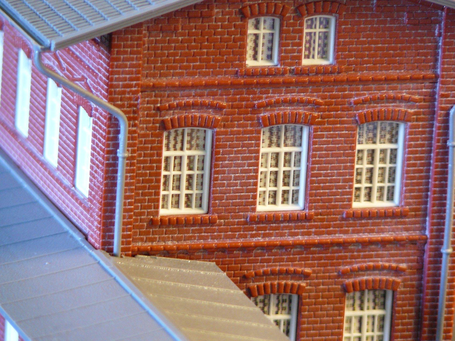 Plastikové budovy – stanica a administratívna budova post thumbnail image