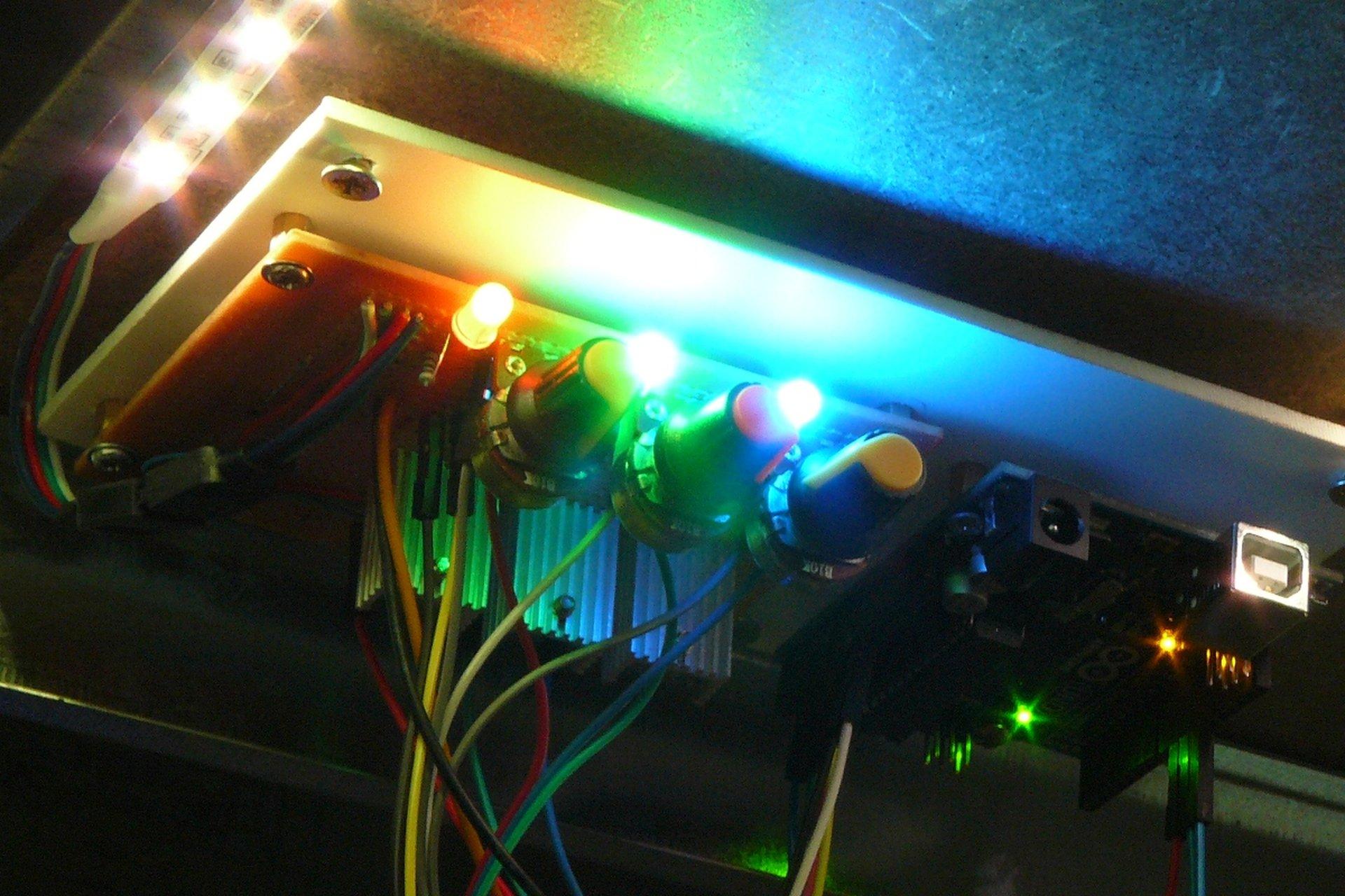 RGB led osvetlenie koľajiska